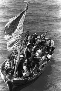 800px-35_Vietnamese_boat_people_2
