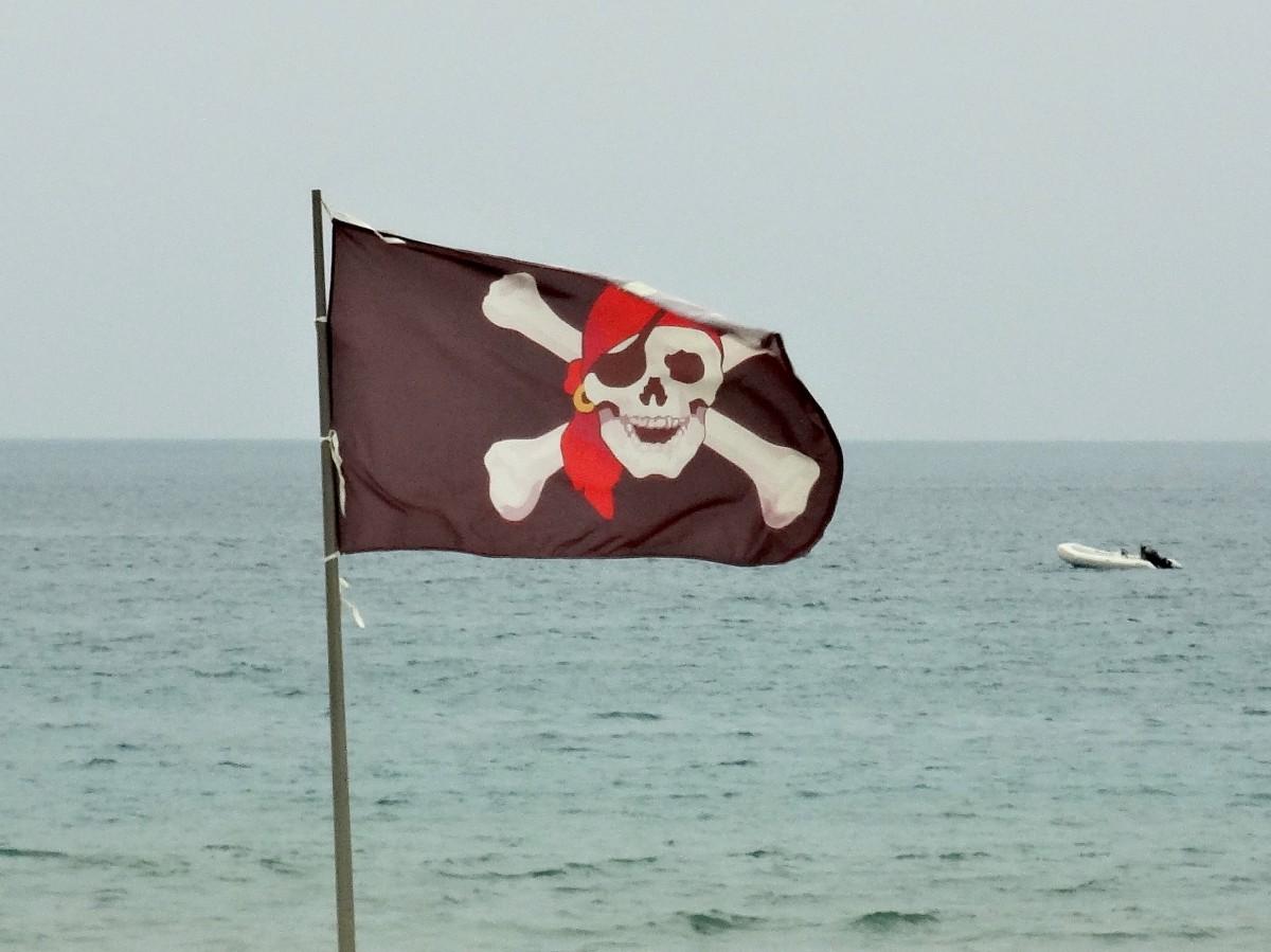 pirates_flag_skull_and_crossbones_sea-1025699